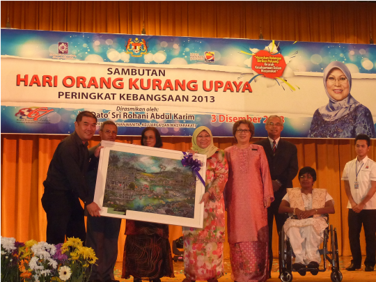 Presentation of my painting to Dato' Sri Rohani Abdul Karim, Minister of Women, Family and Community Development
